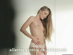 Cayenne Klein in Lone