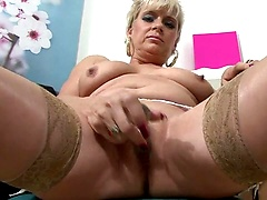 Mature lady plays with her shaved twat