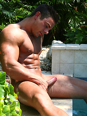 Hot bodybuilder Marcos Blade jerking off