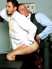 Gay doc enjoy tights ass hole of his hunk patient