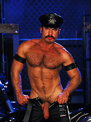 Hairy muscle guy Andreas Stern in leather
