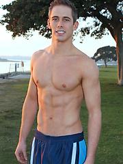Muscular hottie Nick