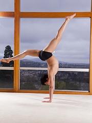 Flexible twink Jamie Sanders posing naked