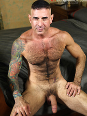 Nick Moretti shows his uscle hairy body
