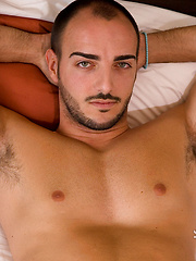 Brunette hunk from Italy Manuel