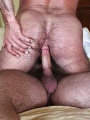 Hairy daddy Brad Kalvo Barebacks Mike Dozer