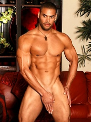Muscle stud Marcus shows his perfect body and sexy butt