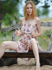 Beautiful slim cutie - Free porn pics. Sexhound.com