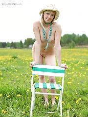 Curvy blonde teen - Free porn pics. Sexhound.com