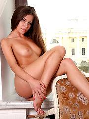 Posing for neighbors - Free porn pics. Sexhound.com