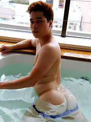 My straight mate Ryan Kai showing off his cock in the hot tub