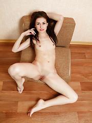 Mila - Closer - Free porn pics. Sexhound.com
