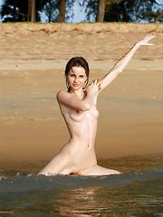 Anya's Collectors Cut 19 - Free porn pics. Sexhound.com
