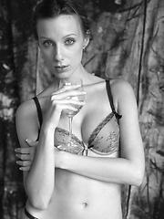 Tori B - Free porn pics. Sexhound.com