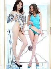 Close to the pool - Free porn pics. Sexhound.com