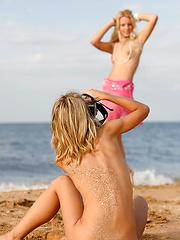 Anuetta and Lia Picture - Free porn pics. Sexhound.com