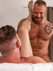 2 Men Kiss: Dallas Steele and Liam Knox