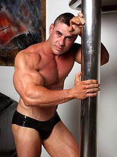 Mature Athletes & Muscle Men Porn Pics
