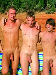 Gay Outdoors Pics