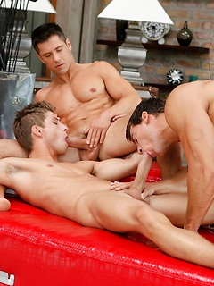 Gay Threesome Pics