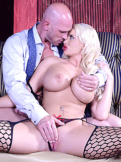 Busty blonde Summer Brielle fucked