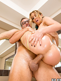 Sheena Shaw gets her bubble but fucked hard