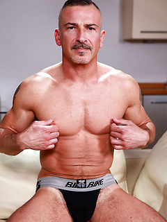 Mature Athletes & Muscle Men Porn Pics