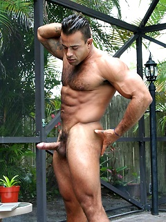 Muscle Men Poising & Fucking OUtdoors