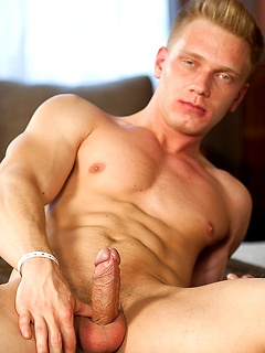 Blonde Gay Muscle Porn Pics